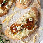 Fig Spread and Cheese Crostini Appetizer + Korin Giveaway