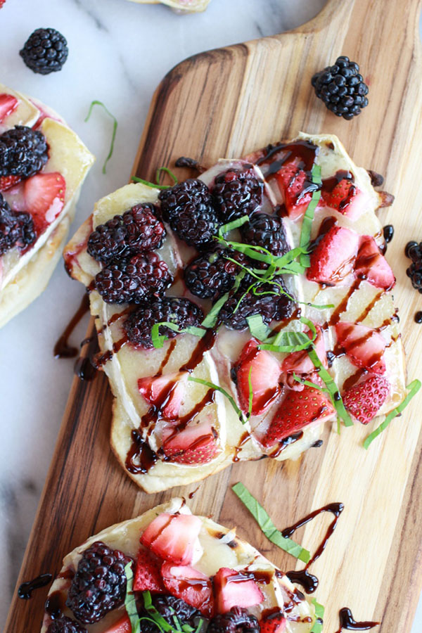Grilled-Blackberry-Strawberry-Basil-and-Brie-Pizza-Crisp-with-Honey-Balsamic-Glaze-8
