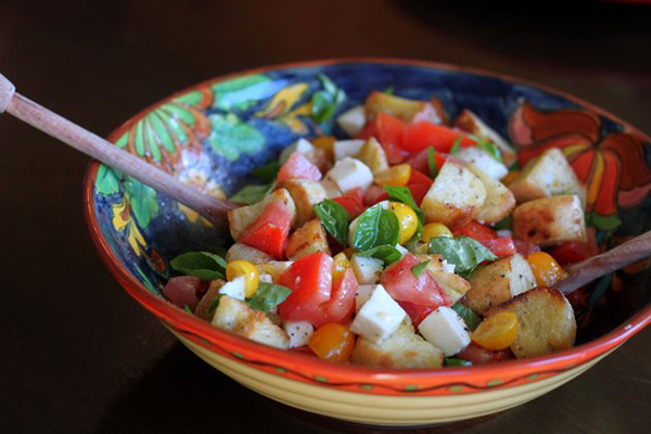 perfect-panzanella-caprese