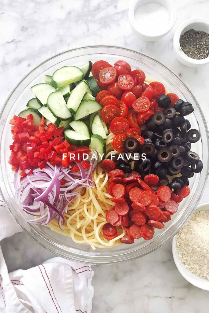 Easy Italian Spaghetti Pasta Salad on Friday Faves | foodiecrush.com