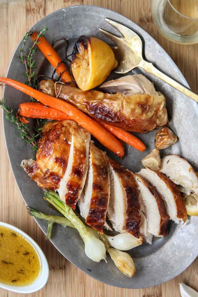 Poulet rôti juteux    foodiecrush.com #chicken #recettes #dîner #whole #oven ideas