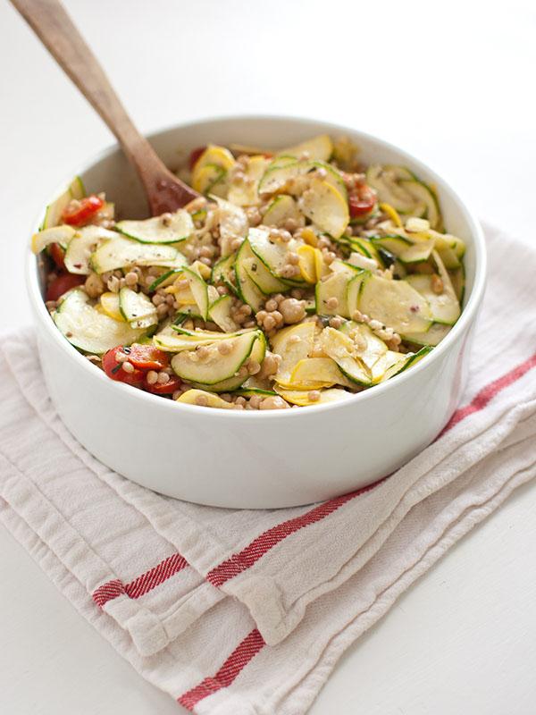 mediterranean-pasta-salad-with-raw-squash
