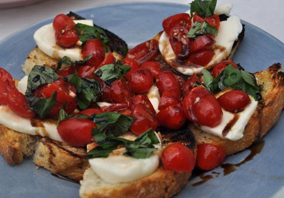 grilled-tomato-fresh-mozzarella-bruschetta