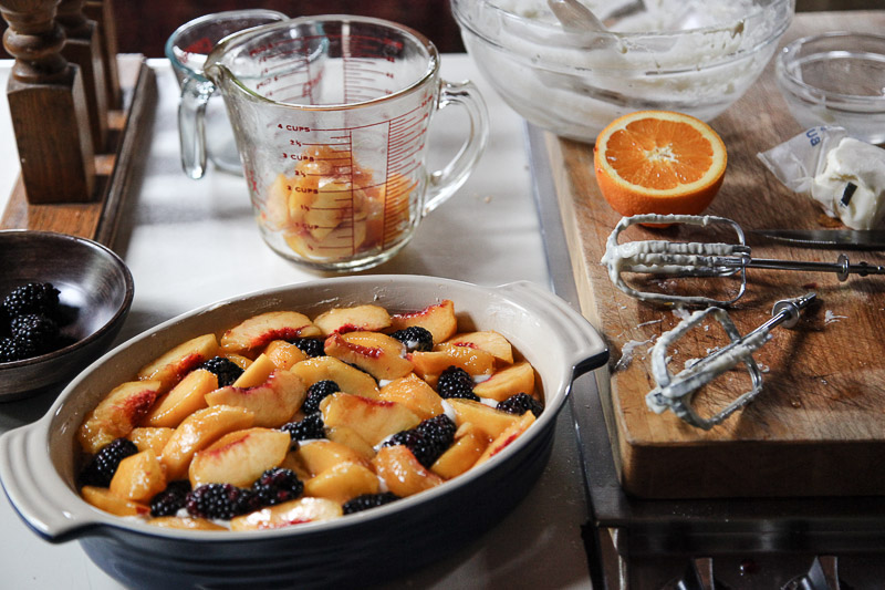 how to make peach and blackberry cobbler