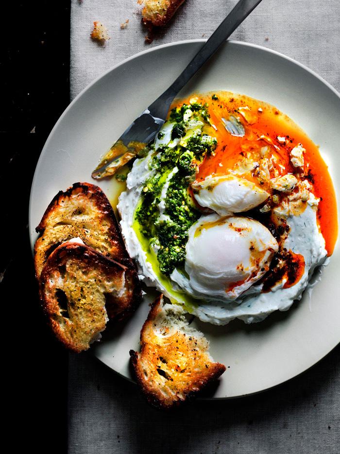 poached-eggs-on-yogurt24-1050x700