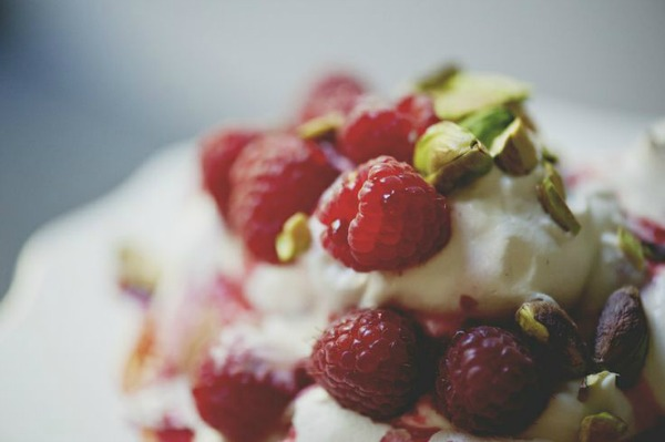 Raspberry Rose and Pistachio Pavlova II The Kitchy Kitchen