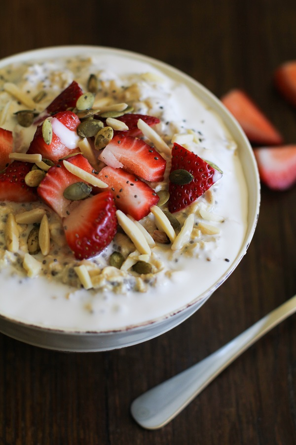 strawberry_oatmeal_breakfast_bowls_hero