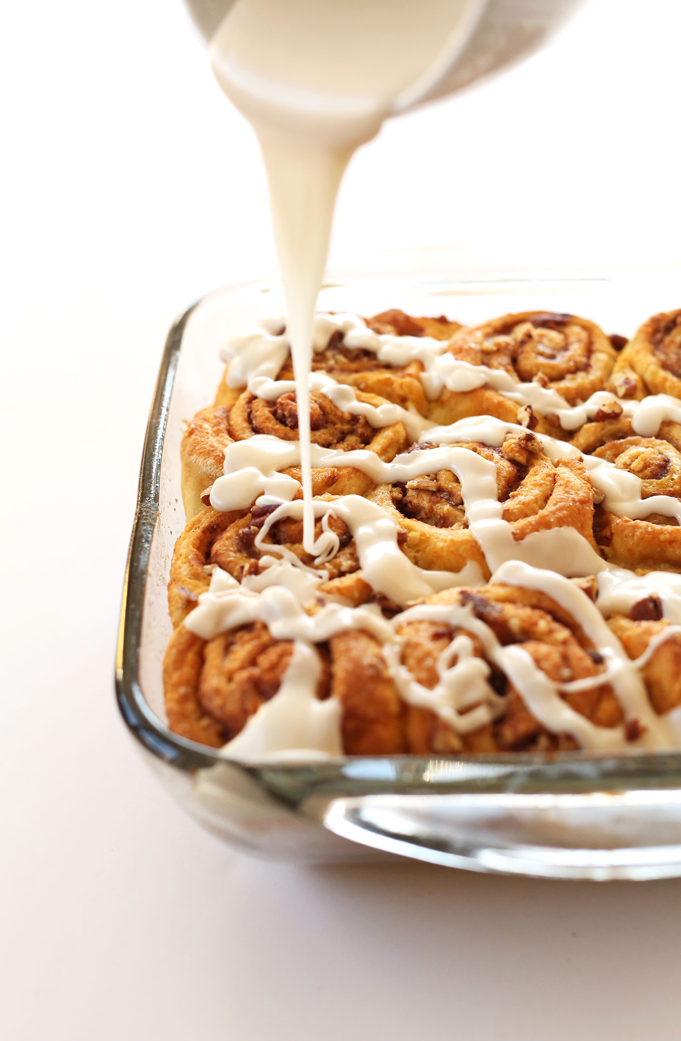 1-Bowl-Vegan-PUMPKIN-Cinnamon-Rolls-Simple-perfectly-spiced-delicious (1)