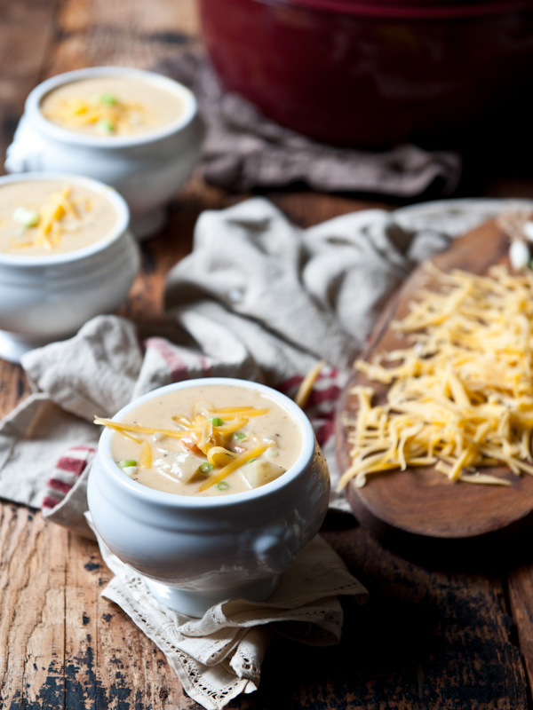 Roasted-Garlic-and-Potato-Beer-Cheese-Soup-2
