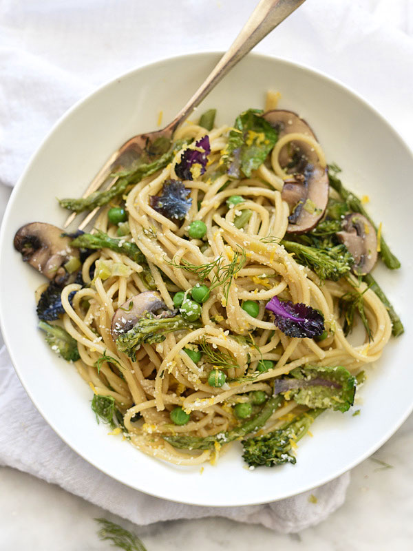 One-Pot Skinny Pasta Primavera | foodiecrush.com #healthy #recipes #easy #creamy #sauce #vegetable