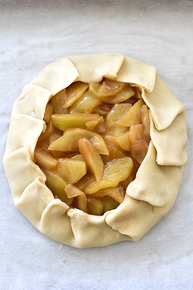 Quick-Rustic-Apple-Tart-with-Oatmeal-Crumble-foodiecrush.com-27