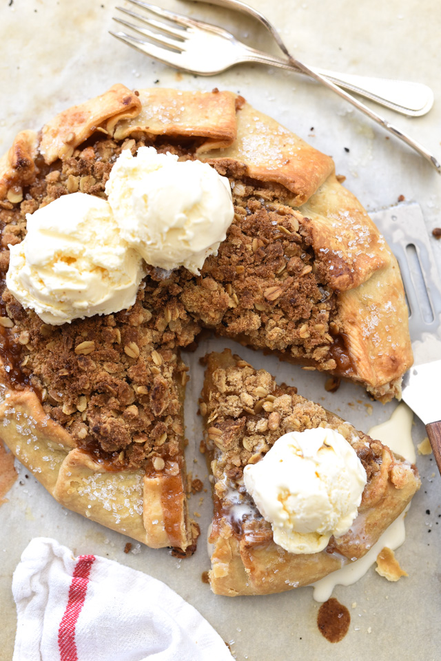 Quick Rustic Apple Tart with Oatmeal Crumble | foodiecrush.com #rustic #recipe #easy #sweets