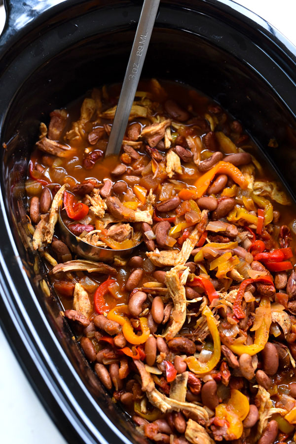Mexican flavors and sweet peppers make this so good! Slow Cooker Chicken Fajita Chili on foodiecrush.com #chili #bellpepper #fajita #chicken