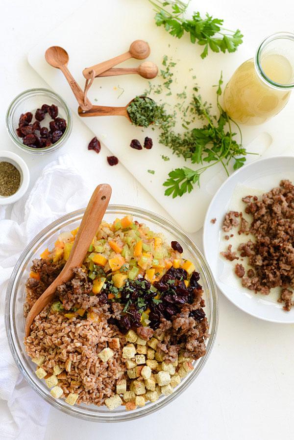 Farro, courge musquée, saucisse et farce aux cerises séchées |  foodiecrush.com