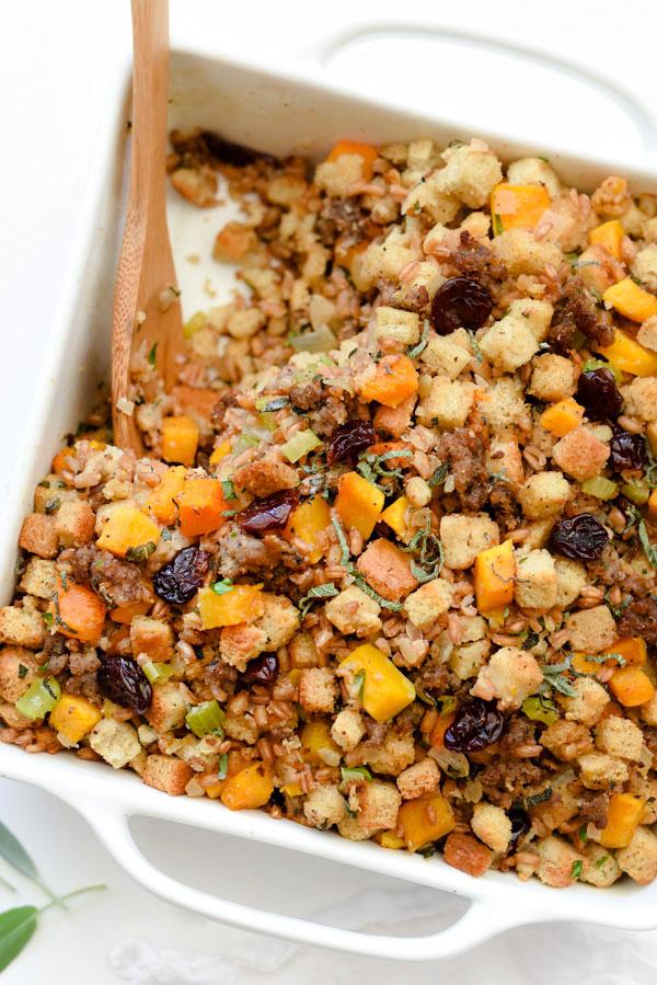 Farro, courge musquée, saucisse et farce aux cerises séchées |  foodiecrush.com #recette #Giving #easy #sage