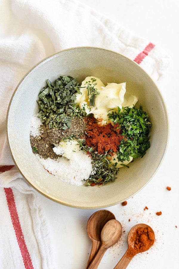 faire une recette de frottement de dinde aux herbes et au beurre