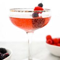 Sparkling Elderflower Fizz Cocktail has a healthy secret ingredient that takes the guilt out of it's fizzy sip | foodiecrush.com