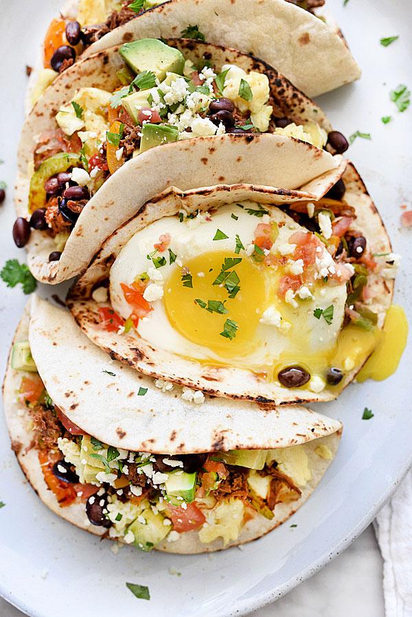 Recette de tacos pour le petit déjeuner pour le petit déjeuner, le brunch ou le dîner |  foodiecrush.com