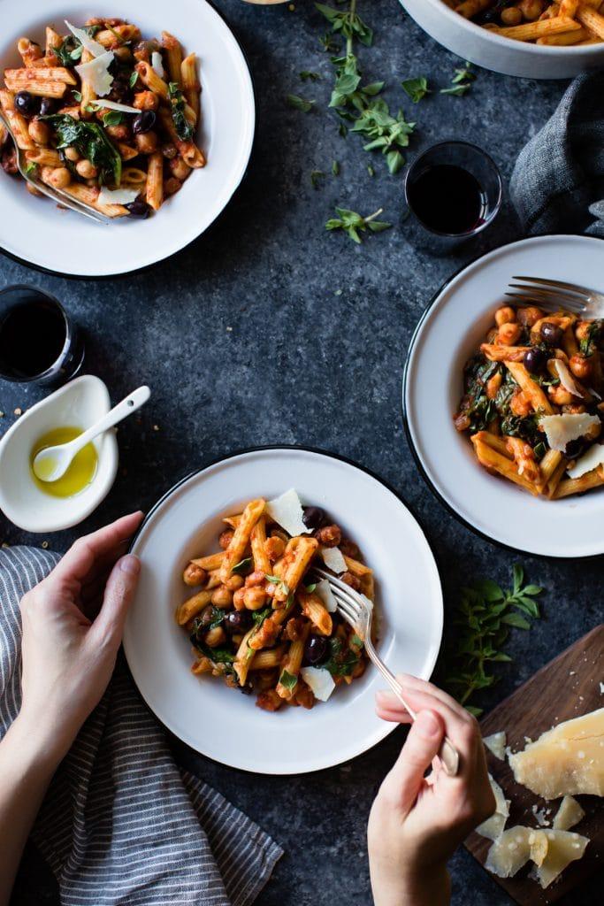 Pâtes aux pois chiches aux tomates épicées |  The Bojon Gourmet sur foodiecrush.com