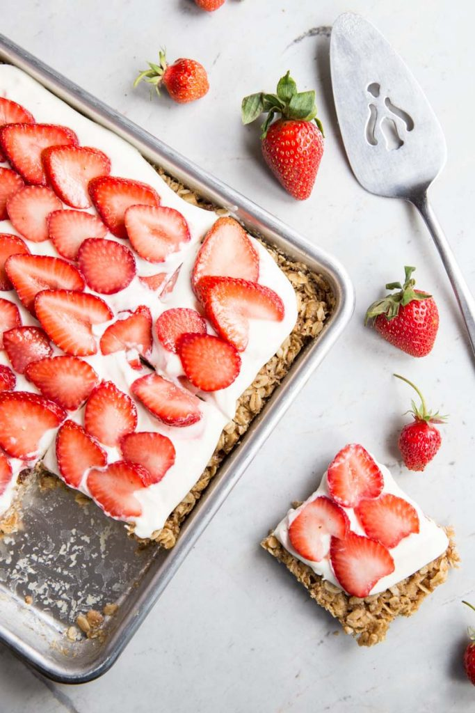 strawberries-and-and-cream-oat-bars-9