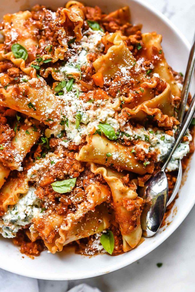 Lasagne à la sauce bolognaise à la dinde |  foodiecrush.com #lasagna #pasta #healthy #ricotta