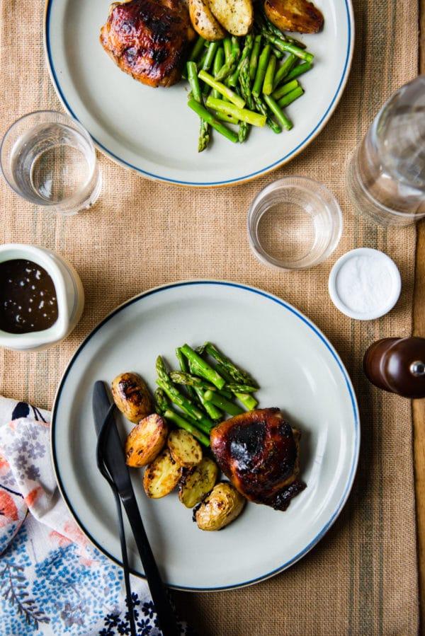 Dîner sur une plaque: poulet balsamique au romarin de designmom.com sur foodiecrush.com