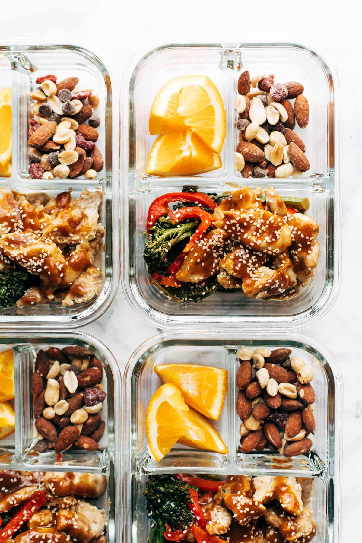 Poulet et brocoli à l'ail et au gingembre de pinchofyum.com sur foodiecrush.com