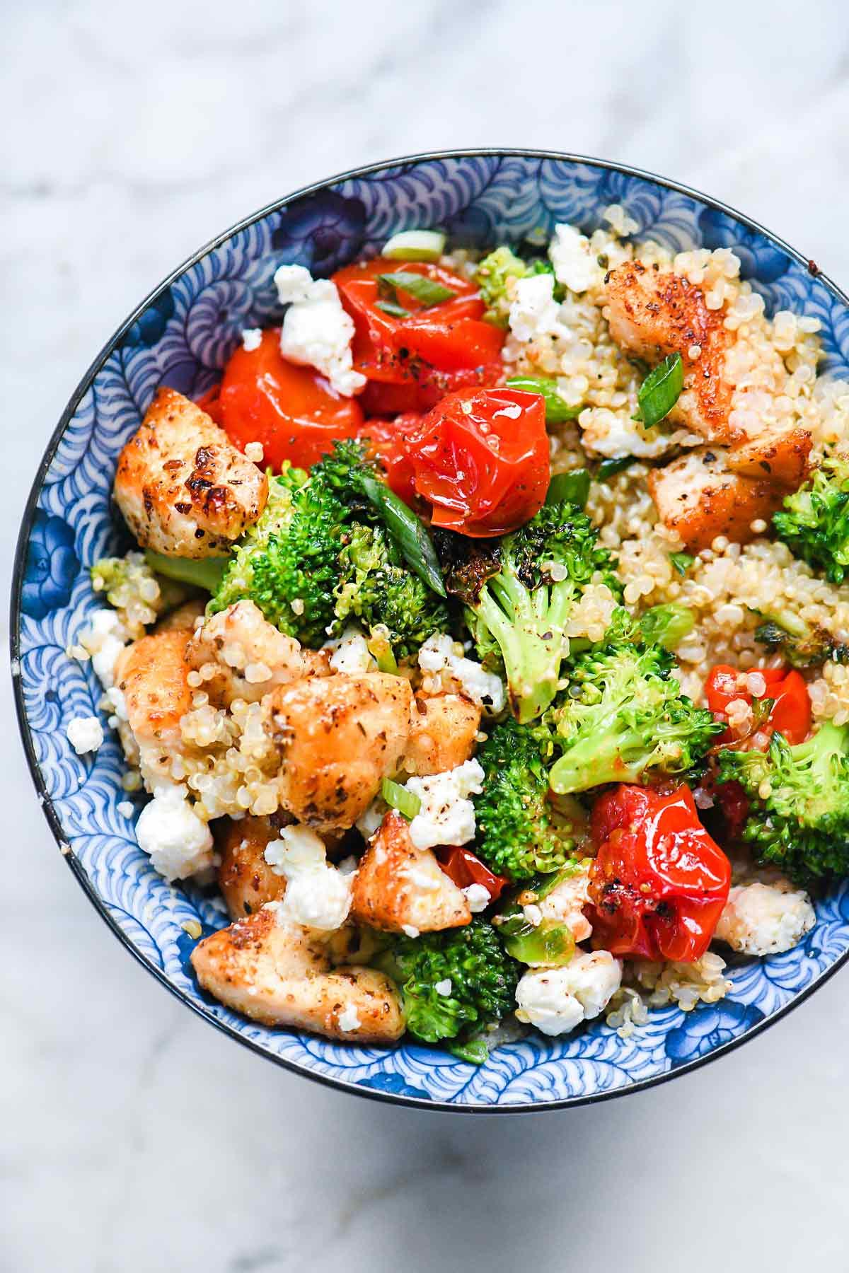 Mediterranean Chicken Quinoa Bowls with Broccoli and Tomato | foodiecrush.com #quinoa #bowl #mediterranean #chicken