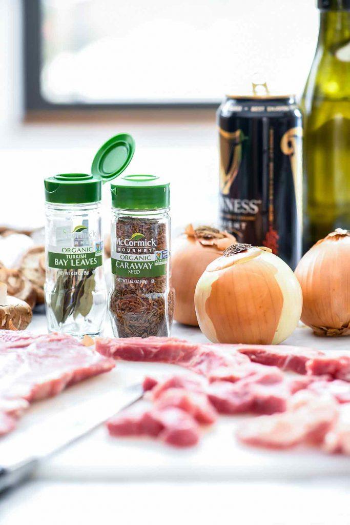 Graines de carvi et feuilles de laurier Épices McCormick |  foodiecrush.com