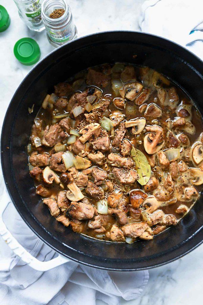 Ragoût de porc à la stout irlandaise et au carvi |  foodiecrush.com #stew #pork #dîner #recettes #Irlandais #stpatricks #food
