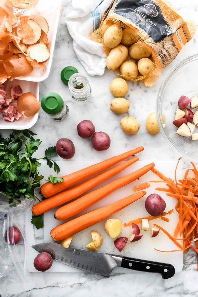 Ingrédients végétaux pour ragoût de porc à la bière irlandaise et au carvi |  foodiecrush.com