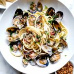 Easy Linguine with Clam Sauce Vongole | foodiecrush.com #clams #linguine #pasta