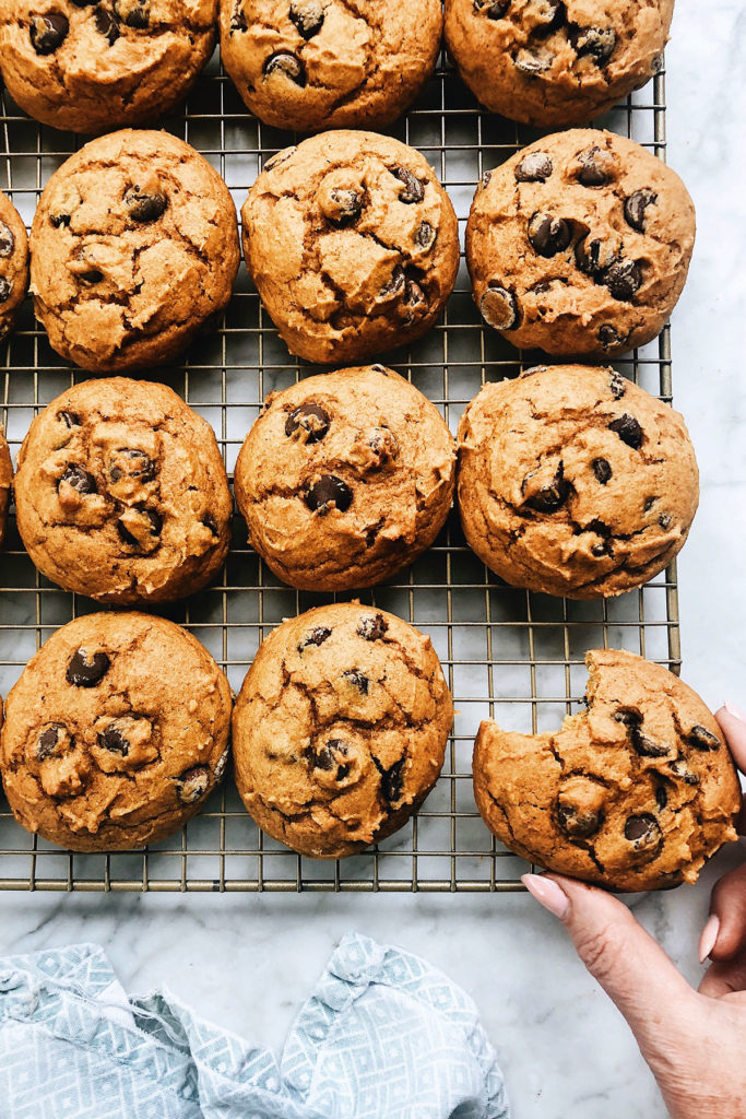 Pumpkin Chocolate Chip Cookies | foodierush.com