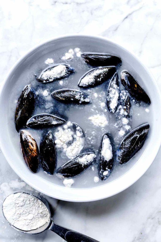 Mussels in flour to rinse the sand from them | foodiecrush.com