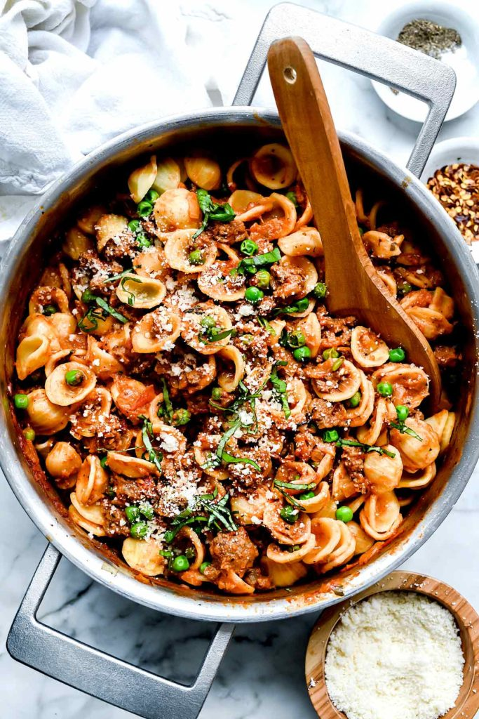Pasta with Turkey Sausage and Peas | foodiecrussh.com #pasta #sausage #turkey #healthy #dinner