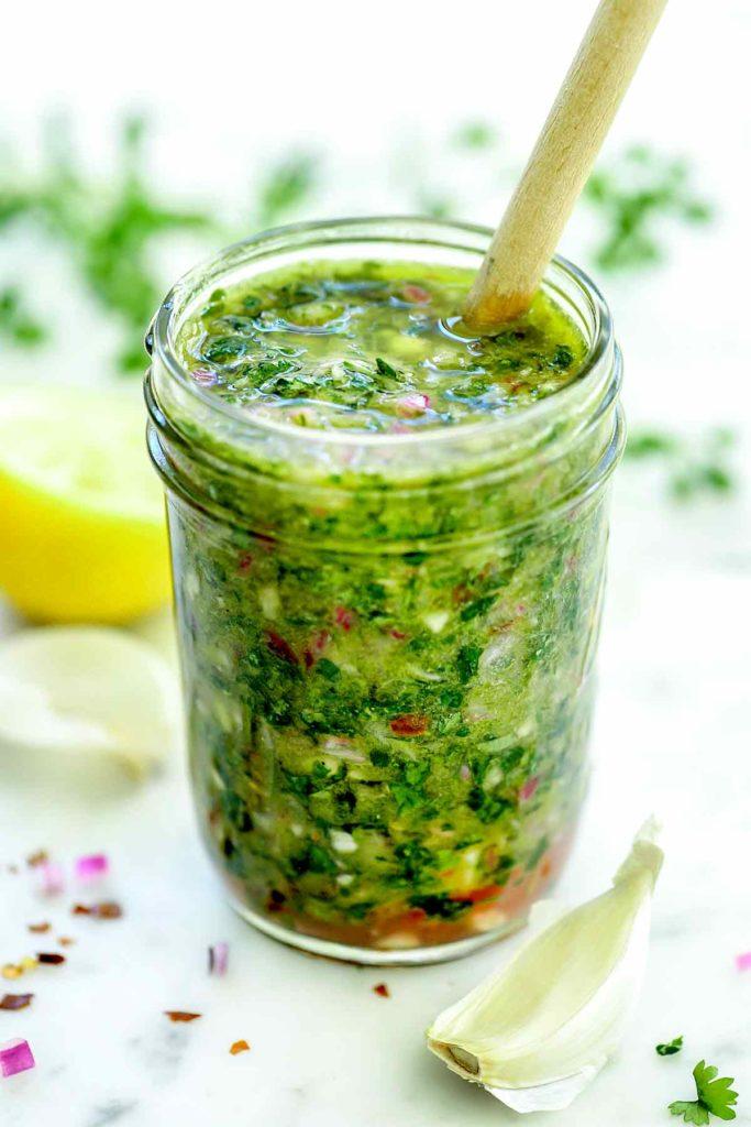Comment faire la meilleure sauce chimichurri facile »wiki utile  foodiecrush.com #chimichurri #sauce #steak #recette