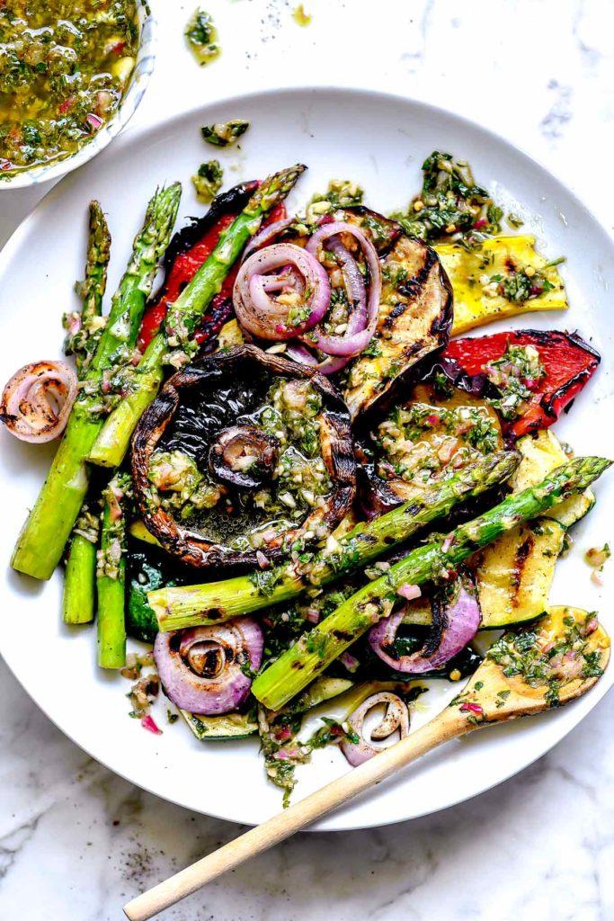 Légumes grillés à la sauce chimichurri |  foodiecrush.com # légumes # grillés #chimichurri #herbes