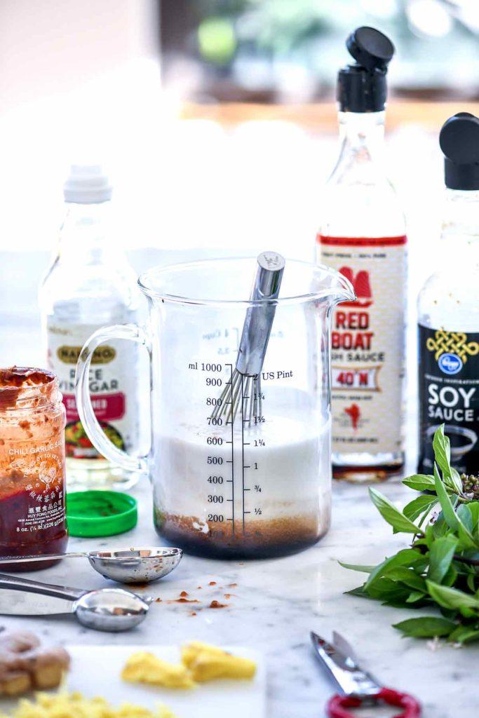 Lait de coco, sauce de poisson Poulet au basilic thaï |  foodiecrush.com