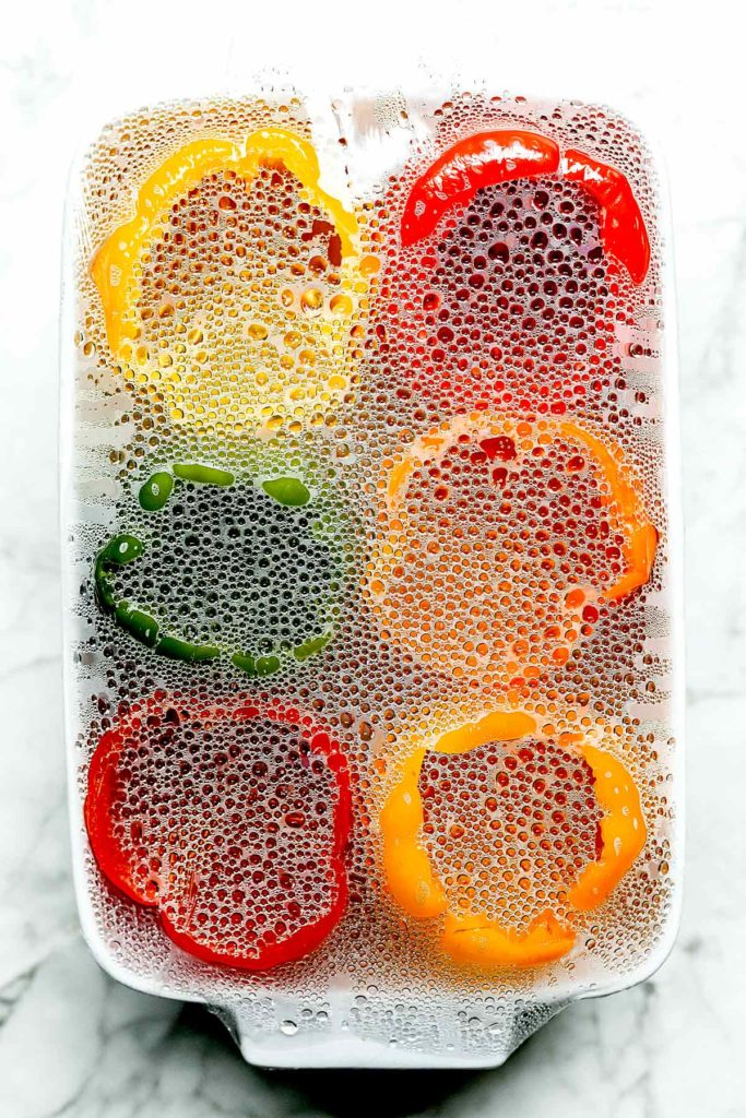 Poivrons sous pellicule plastique |  foodiecrush.com