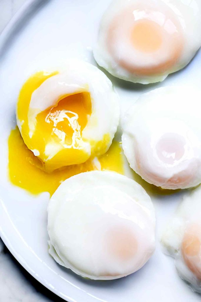 How to Make Poached Eggs in the Microwave | foodiecrush.com #easy #recipes #poached #eggs #microwave #howtomake